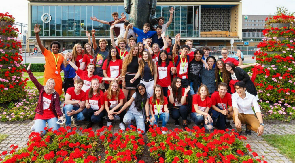 Young Brainport Summer School puts 38 young talents on a high tech mission