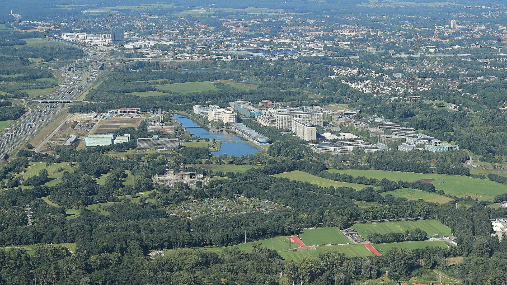 High_Tech_Campus_Eindhoven_luchtfoto.jpg